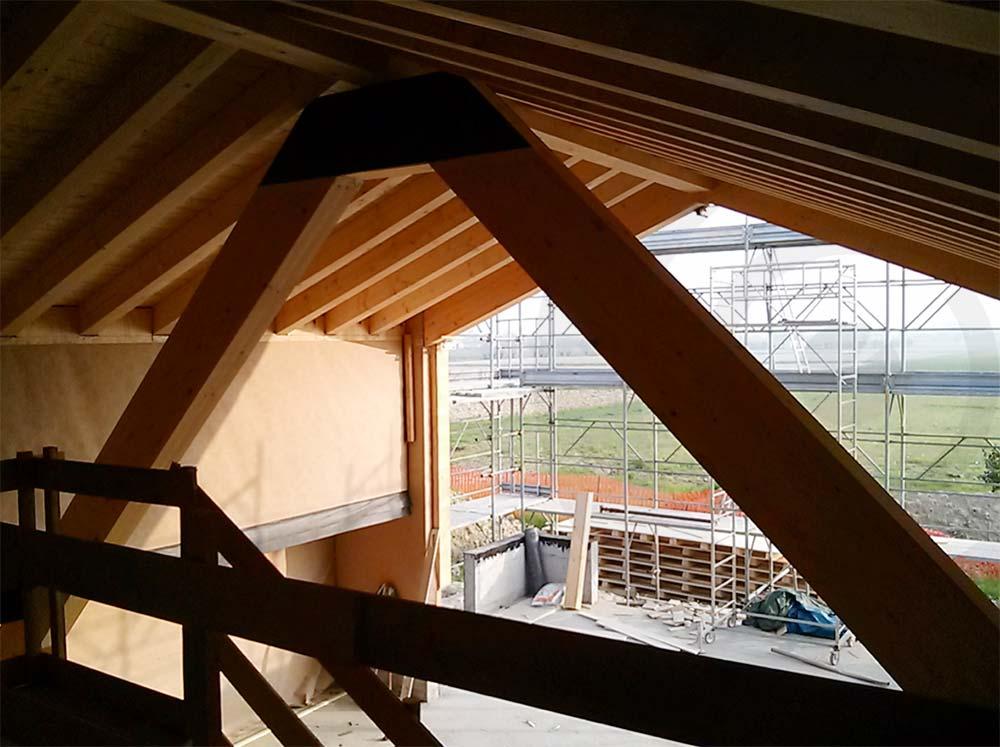 sotto tetto casa di legno a telaio