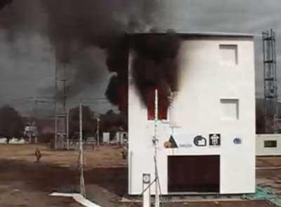casa x lam mentre brucia