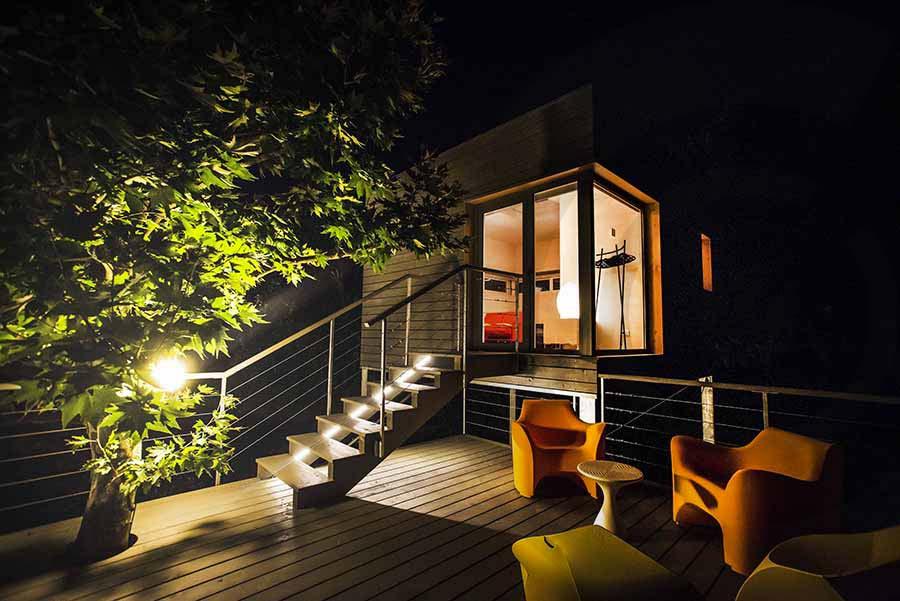 case sugli alberi di notte