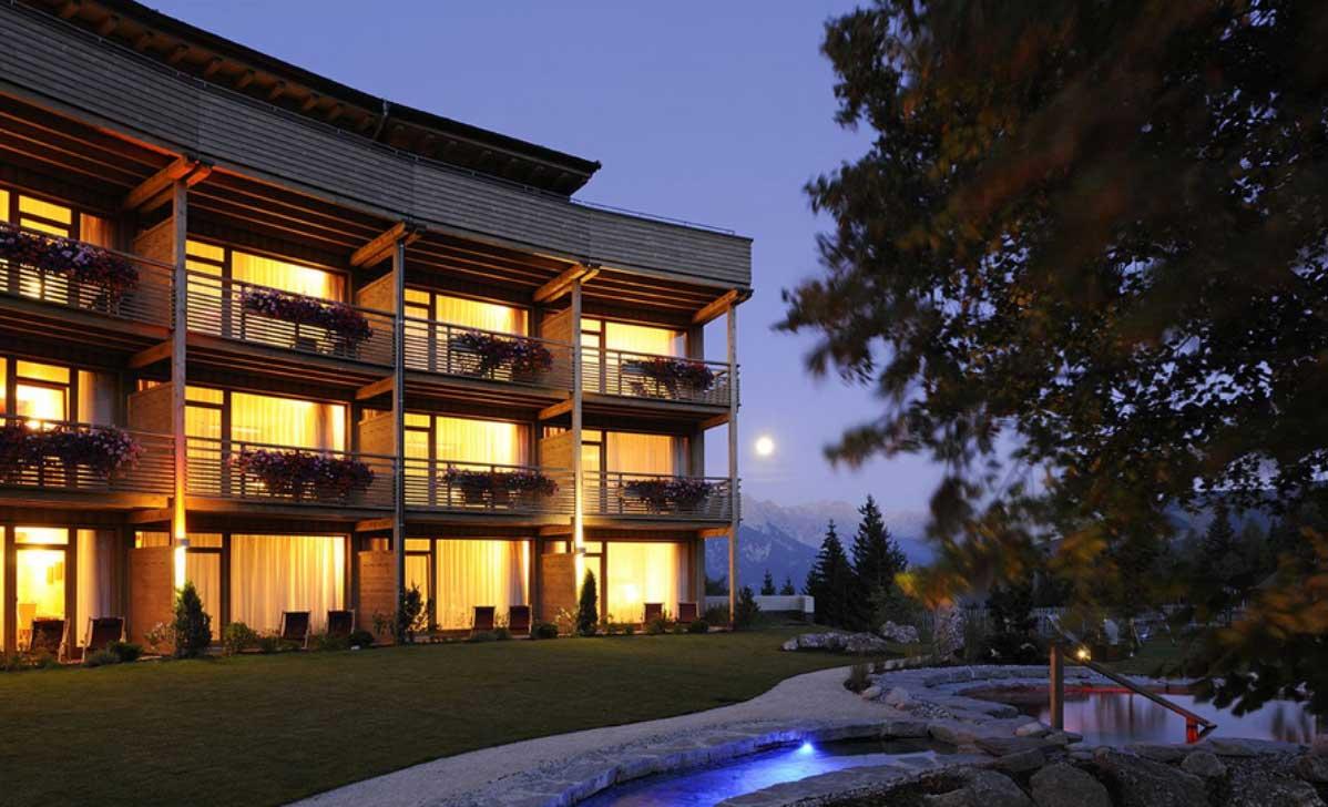 hotel con legno lunare