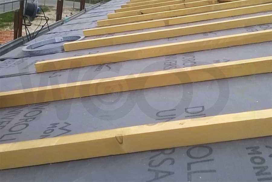 posa dei listelli su tetto ventilato