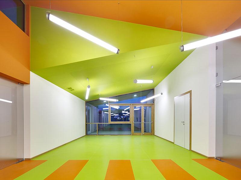 corridoio colorato scuola materna