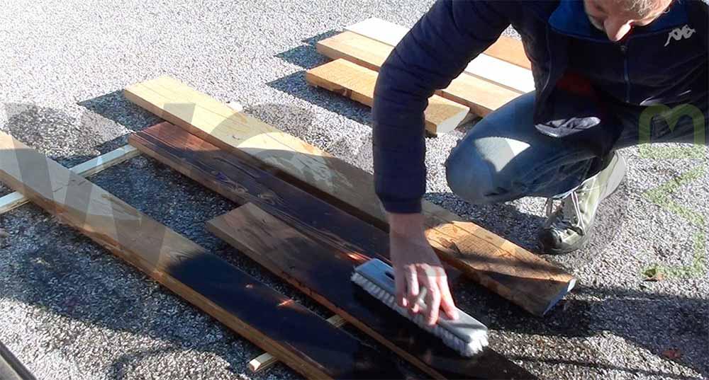 spazzolata tavole di legno