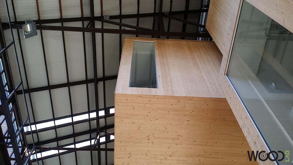 vista dal basso box in legno