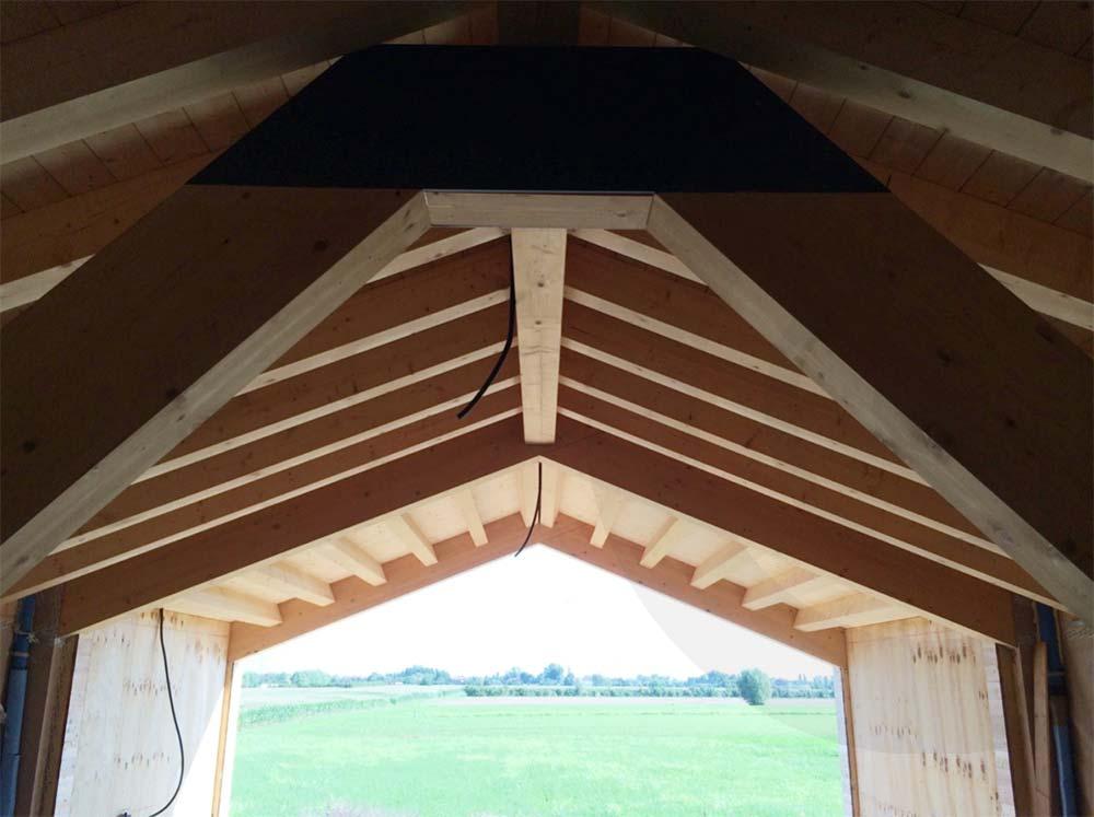vista dall'interno casa di legno