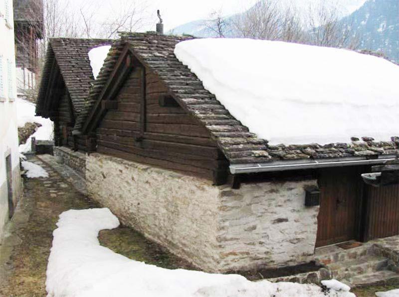 edificio nella frazione di rossura