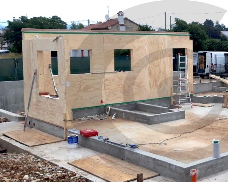 posa delle pareti casa in legno